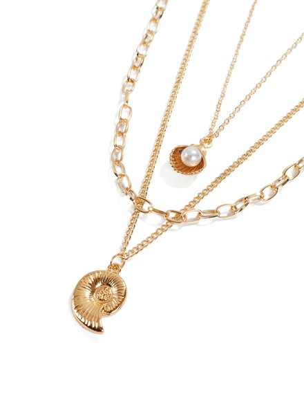 Necklace golden effect