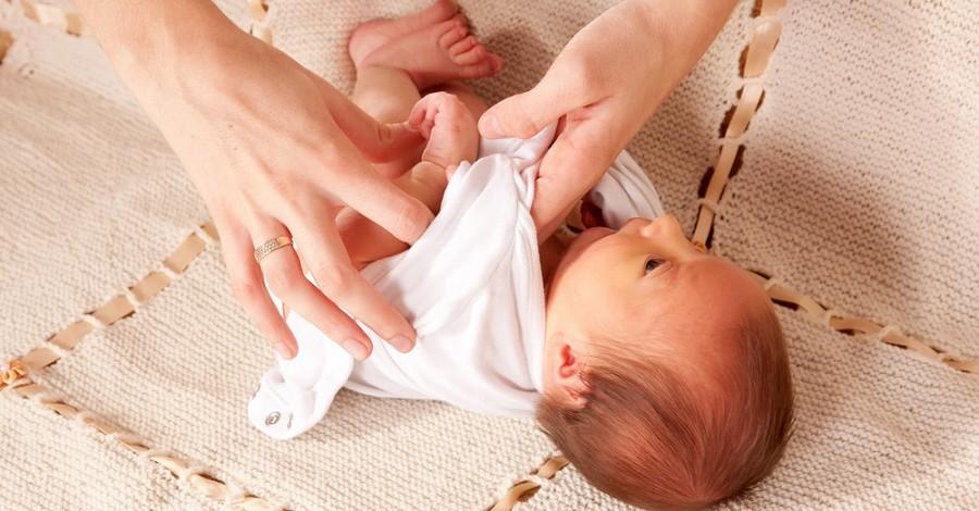 5 نصائح هامة عند تغيير ملابس مولودك حديثي الولادة