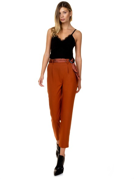 Crop pants with ribbon