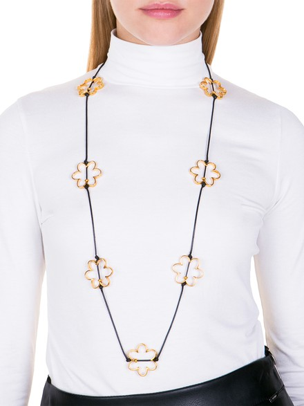 Necklace with daisies
