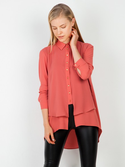Long sleeve shirt with asymmetries