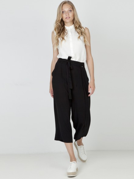 Crop trousers