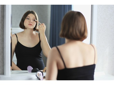 Wearing make-up during pregnancy linked with lower IQ in children