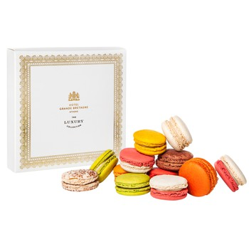 IN ROOM AMENITIES: Selection of Macarons in a Box (16 Pieces)