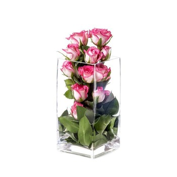 IN ROOM AMENITIES: Small Vase with Flower Arrangement