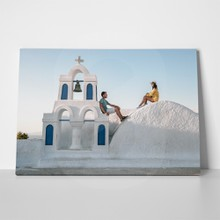 Loving couple in santorini 2 790802728 a