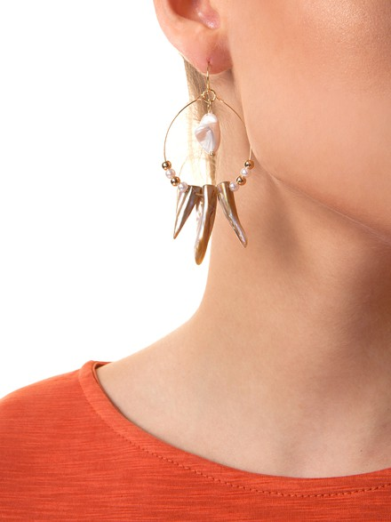 Hoop earrings with seashell
