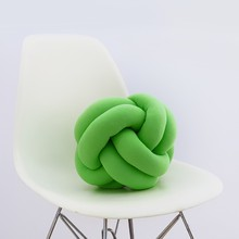 Knot pillow light green b