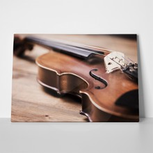 Close view violin 550988083 a