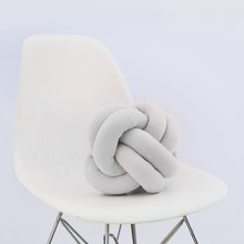 Knot pillow white b