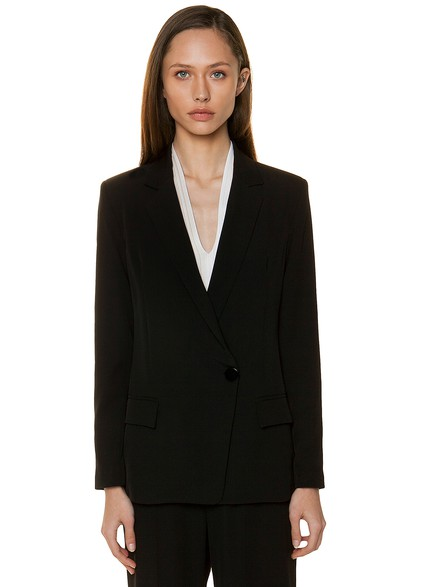 Crepe blazer with one button closure