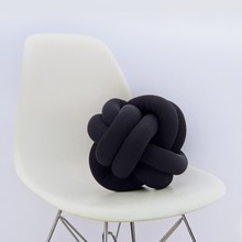Knot pillow black b