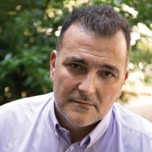 Διαδικτυακά ραντεβού με τους συγγραφείς μας: Ο συγγραφέας Ηλίας Μαγκλίνης