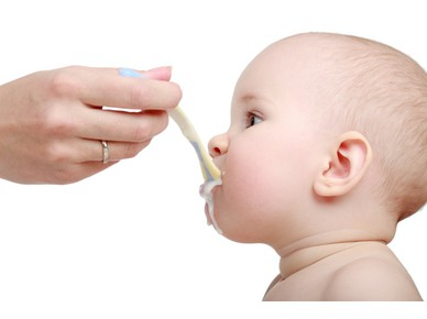 Solid food and breastfeeding. Could we combine them?