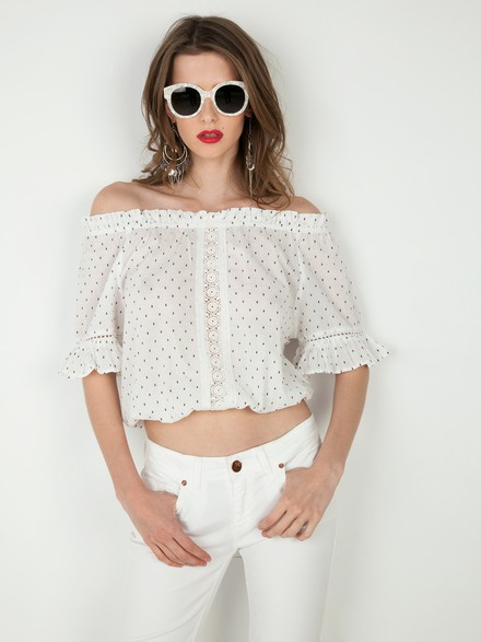 Off shoulder πουά crop τοπ